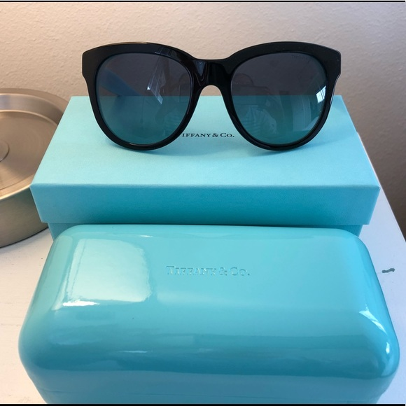 eba220a2a190 NIB Tiffany   Co. Atlas Classic Sunglasses. M 5b3bd0ee0cb5aa052bae8ab3